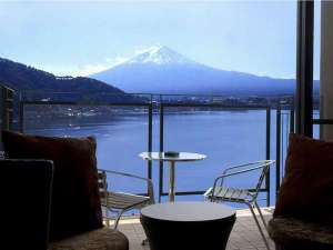 風のテラスKUKUNA(くくな):客室テラスより見る富士山