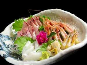 古八旅館:地元越前漁港で水揚げされた、旬の新鮮な魚介をお造りで♪(一例)