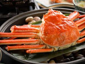 花の心のおもてなし 辻のや花乃庄:蟹の宝楽焼き!特注鍋に石を敷いてマス!しっとりホクホクな焼き上がり♪