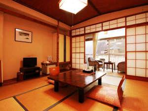 お帰りなさいが似合う清流の宿 飯坂温泉 花乃湯:客室一例[10畳和室]全室摺上川に面しているので、景色が良いです☆