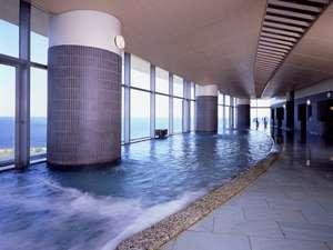 熱海後楽園ホテル:相模湾を一望できるタワー館大展望風呂「海望の湯」。