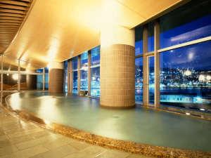 熱海後楽園ホテル:相模灘と夜景を一望できる大展望風呂「海望の湯」