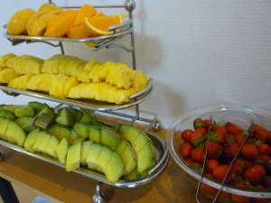ホテルイン酒田駅前:朝食バイキング一例(季節のフルーツ)