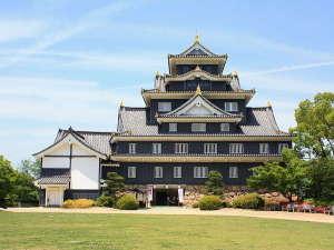 豊臣家五大老の一人・宇喜多秀家が築城した岡山城。全国的にも珍しい不等辺五角形の天守台をしています。