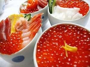 ホテルまほろば:いっぱいのいくら丼やお好みで作る海鮮丼をお楽しみ下さい