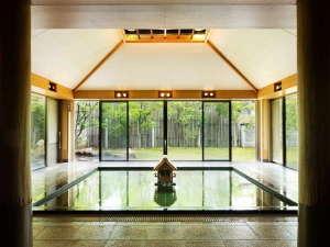 星野リゾート 界 出雲:【大浴場】古くから美肌の湯として知られる玉造温泉の効能は「出雲国風土記」にも記されているほど