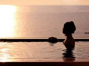越前ガニの宿 三国温泉 荒磯亭(ありそてい):展望大浴場から絶景の日本海を堪能