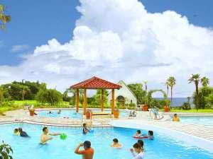 リゾートホテル海辺の果樹園:大人からお子様まで、家族で楽しむ「屋外プール」