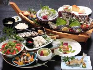 リゾートホテル海辺の果樹園:会席風皿鉢料理(一例)