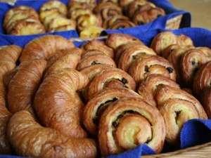 B&Bパンシオン箱根:たくさんの種類のパンからお気に入りをどうぞ!