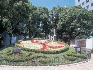 日本最古の神戸の「花時計」。各線三宮駅より徒歩すぐ、神戸市役所前