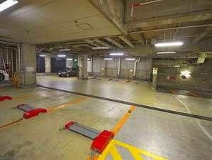 駐車場は8台完備。