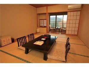 三和荘:山間をながめる安らぎの和室