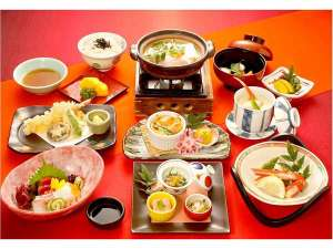 三和荘:里山季節の彩会席