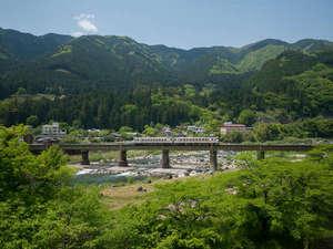 山形屋より鉄橋を望む。鉄道ファンには嬉しい光景