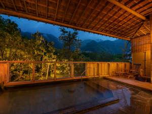 下呂温泉山形屋:【露天風呂】日本三名泉のひとつ下呂の湯を満喫