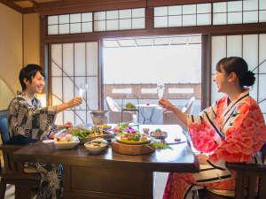 飛騨川沿いに佇む丹心の老舗宿 下呂温泉山形屋:恋人で♪ご夫婦で♪ご家族で♪お部屋で和気藹々!お食事プランもございます