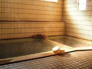 鳴子温泉郷 勘七湯:男女別にある大浴場です。「あったまるね~」とリピートしてくれるお客さまも多い人気の湯