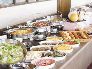 プラザホテル下関:無料バイキング朝食イメージ~定番のソーセージや卵料理の他に焼き立てパンやふくのお味噌汁等もございます