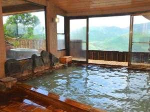 白湯の宿 山田家:ゆったりと浸れる大浴場もにごり湯の源泉かけ流し。ミルキーホワイトの湯で寛ぎながらお肌ケア。