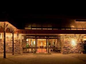 草津温泉 ホテルヴィレッジ:ホテルヴィレッジの正面入口からは星空が広がります。草津温泉の晴れた日の夜もお勧めです。