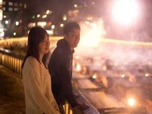 草津温泉 ホテルヴィレッジ:【夜の湯畑散策】これからの季節だからこそ、幻想的でキレイな秋から冬の温泉街散策。ロマンティックです。