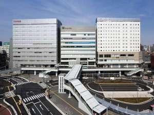ホテルサンルート千葉:目の前のJR千葉駅西口ロータリーから、羽田・成田空港リムジンバスが発着します。