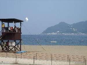 毎年6月下旬から8月末まで海水浴場として利用できる長浜ビーチは車で5分(徒歩8分の大縄海水浴場あり)