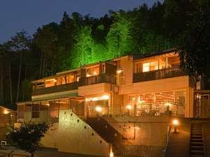 相模湾を望む高台に当館は裏山の竹林もライトアップが美しい!