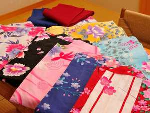 女性には色浴衣十数種類からお選び頂きます。