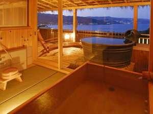 時間を旅する宿 海のはな:上層階角部屋(月光の間)は和洋室の広々客室で露天&天望内湯付き