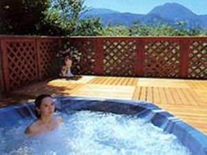 Spa & Beauty マーガレット:*開放感抜群の露天風呂は貸切でジャグジー。入浴可の時間は15:00~22:00時です。
