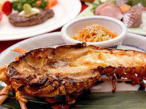 Spa & Beauty マーガレット:*伊勢海老です。料理方法は鬼がら焼きで、伊勢海老の持っている味を引き出しています。