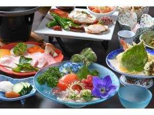 湯宿 梅川荘:≪夕食一例≫季節の地元食材を丁寧に調理しています。