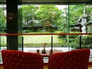 鬼怒川グランドホテル 夢の季:日本庭園が見えるラウンジでまったりと・・・