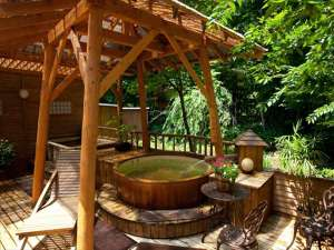 安比八幡平の食の宿 四季館 彩冬:【夏の露天風呂】緑が気持ちいい露天風呂