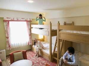 ホテル日航ハウステンボス:【禁煙】パーティ4ルーム家族イメージ(中庭側・27平米・2ダンベット2台)