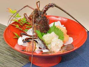 料理旅館 新和具荘:女将が選んだ生きたままの伊勢海老を造ります。新鮮で旨み抜群。