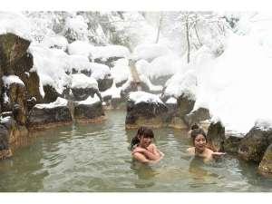 星降る里 濁河温泉 旅館御岳:雪景色の渓谷露天風呂(混浴)