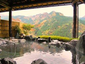 新祖谷温泉 ホテルかずら橋:【秋の天空露天風呂】色付いた祖谷の山々が一望できます