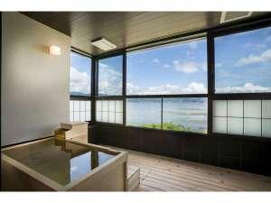 寛ぎの諏訪の湯宿 萃sui‐諏訪湖:ワイドタイプ露天風呂。開放感ある空間。冷暖房完備。冬でも寛げる。