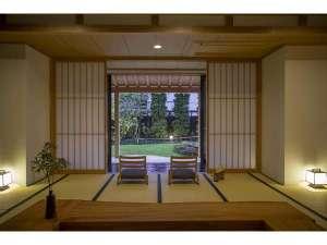 寛ぎの諏訪の湯宿 萃sui‐諏訪湖:囲炉裏茶の間風景。