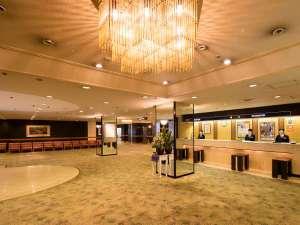アークホテル大阪心斎橋―ルートインホテルズ―:広々としたロビー。