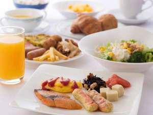 アークホテル大阪心斎橋―ルートインホテルズ―:サラダからデザートまで、お好きなものをどうぞ。