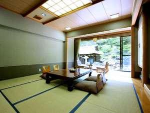 高湯温泉 旅館 玉子湯:落ち着きのある広々とした和室でゆったりとお寛ぎください。