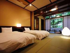 【和モダン/1階】ローベッドを設えた14畳のモダンな和の空間。