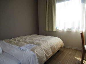 ホテルクラウンヒルズ今治(BBHホテルグループ):【新館デラックスシングルルーム】ベッド幅は広々140cm幅♪