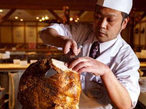 層雲峡 朝陽亭:【夕食バイキング】層雲峡の峡谷をイメージしたビックな豚肉の塊を豪快に!「豚塊肉の峡谷焼き」