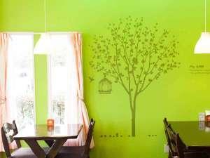 和ハーブガーデン ホテルそらにわ<旧:プチホテル シエスタ>:【カフェスペース】ほっと心が和む空間。ゆっくりお食事をお愉しみ下さい。