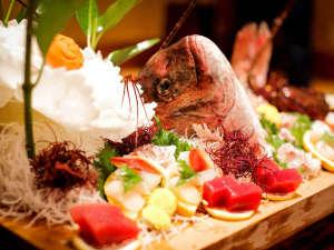 割烹旅館 琴水:*【舟盛り】要予約で、胴丸ガニやうなぎなども承っております。